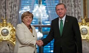 Πού το πάει η Μέρκελ; Ενισχύει τη Frontex και παράλληλα πουλάει όπλα στην Τουρκία