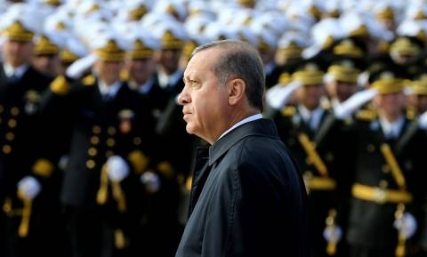 Ο Ερντογάν «αποκεφαλίζει» Τούρκους αξιωματικούς για σχέσεις με τον Γκιουλέν