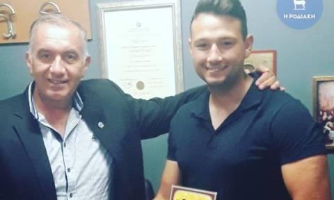 Φαντάρος βρήκε πορτοφόλι με 3.000 ευρώ και το παρέδωσε στις Αρχές