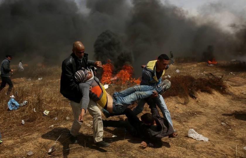LIVE - Η Γάζα φλέγεται: Ισραηλινοί δολοφόνησαν εν ψυχρώ δεκάδες Παλαιστίνιους διαδηλωτές (Pics+Vids)