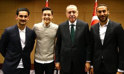 Σάλος: Στον αέρα η συμμετοχή Τούρκων διεθνών στο Μουντιάλ λόγω… Ερντογάν! (video+pics)