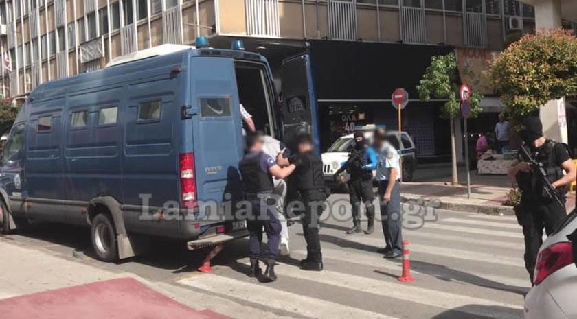 «Άντε γ…σου ρε» - Ο Αλκέτ Ριζάι έβρισε εισαγγελείς και δικαστές στα δικαστήρια Λαμίας (pics+vid)