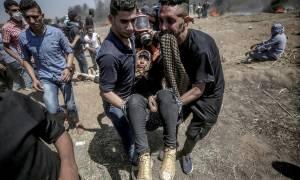 Σφαγή στη Λωρίδα της Γάζας: Οι Παλαιστίνιοι θάβουν τους νεκρούς τους (photos)