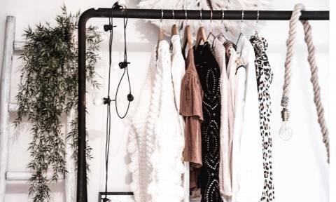 5 κόλπα για να μυρίζει η ντουλάπα και τα ρούχα σου απλά φανταστικά!