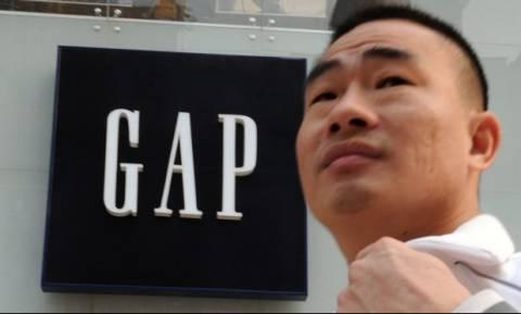 Η δημόσια απολογία της GAP για ένα μπλουζάκι
