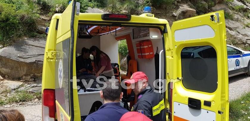 Ευρυτανία: Γυναίκα οδηγός έπεσε σε γκρεμό 100 μέτρων και πατούσε κόρνα για να την βρουν
