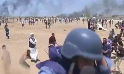 Βίντεο ΣΟΚ: Η στιγμή που δημοσιογράφος δέχεται πυρά από Ισραηλινό ελεύθερο σκοπευτή στη Γάζα