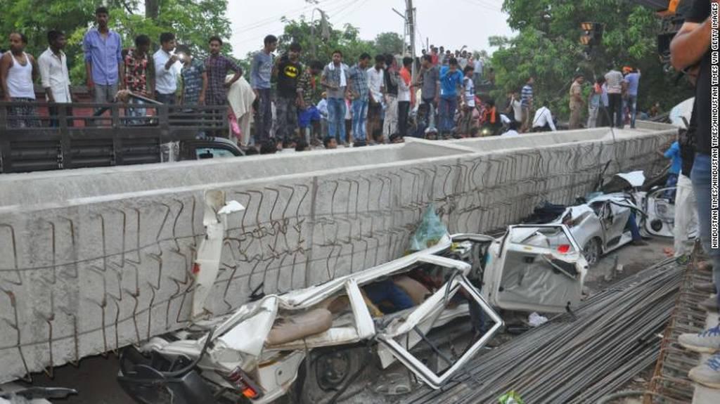 Τραγωδία στην Ινδία: Κατέρρευσε γέφυρα καταπλακώνοντας δεκάδες ανθρώπους – Τουλάχιστον 19 νεκροί