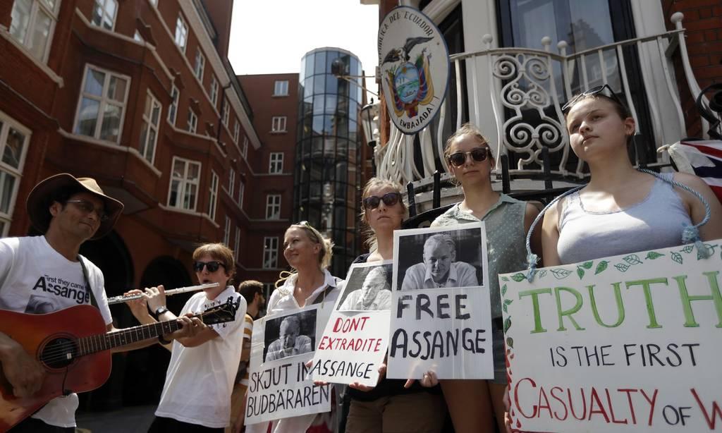 Wikileaks: Προσέφεραν άσυλο στον Ασάνζ για να τον κατασκοπεύουν αλλά τους «χάκαρε» εκείνος