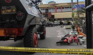 Ινδονησία: Τζιχαντιστές με σπαθιά Σαμουράι εισέβαλαν σε αστυνομικό τμήμα