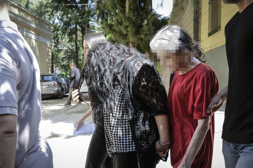 Στον ανακριτή σήμερα η 19χρονη παιδοκτόνος της Πετρούπολης και η μητέρα της