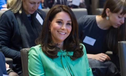 Η Kate Middleton εμφανίζεται ξανά 3 εβδομάδες μετά τη γέννηση του γιου της