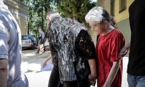 Πετρούπολη: Σε κατ' οίκον περιορισμό η 19χρονη παιδοκτόνος - Στη φυλακή η μάνα της