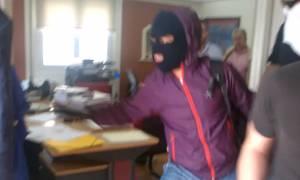 Βίντεο από την εισβολή του Ρουβίκωνα σε συμβολαιογραφείο στην Αθήνα