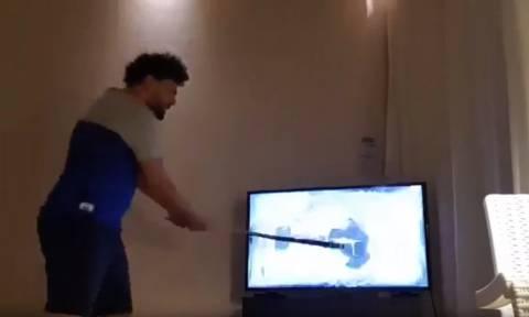 Τρομερό! Οπαδός της Μαρσέιγ διέλυσε την τηλεόραση μετά τον τελικό (vid)