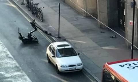Συναγερμός στο Λονδίνο: Ελεγχόμενη έκρηξη σε ύποπτο πακέτο (pics+vid)