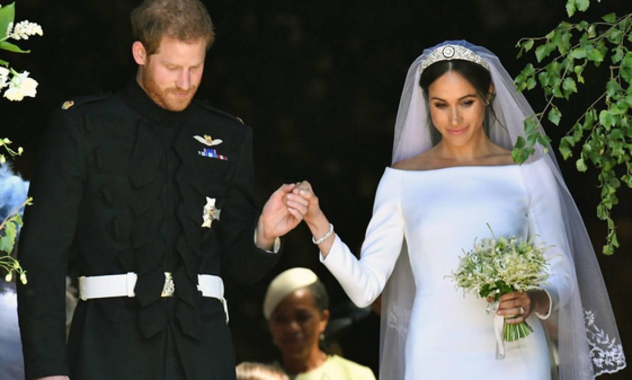 Βασιλικός γάμος  Το κόσμημα που έδωσε δώρο στην Κέιτ και στις φίλες της η  Μέγκαν e429d75a177