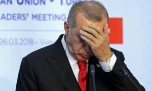 Την «πάτησε» ο Ερντογάν: Καταρρέει σε ιστορικό χαμηλό η τουρκική λίρα