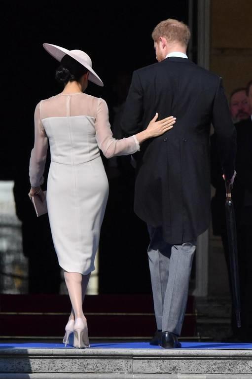 Πρίγκιπας Χάρι - Μέγκαν Μαρκλ: Δείτε φωτογραφίες από την πρώτη δημόσια εμφάνιση των νεόνυμφων