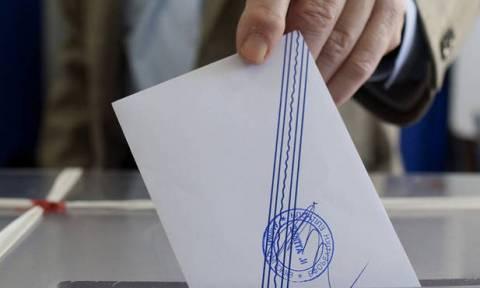 Νέα δημοσκόπηση: Πώς διαμορφώνεται η διαφορά ανάμεσα σε ΣΥΡΙΖΑ και ΝΔ