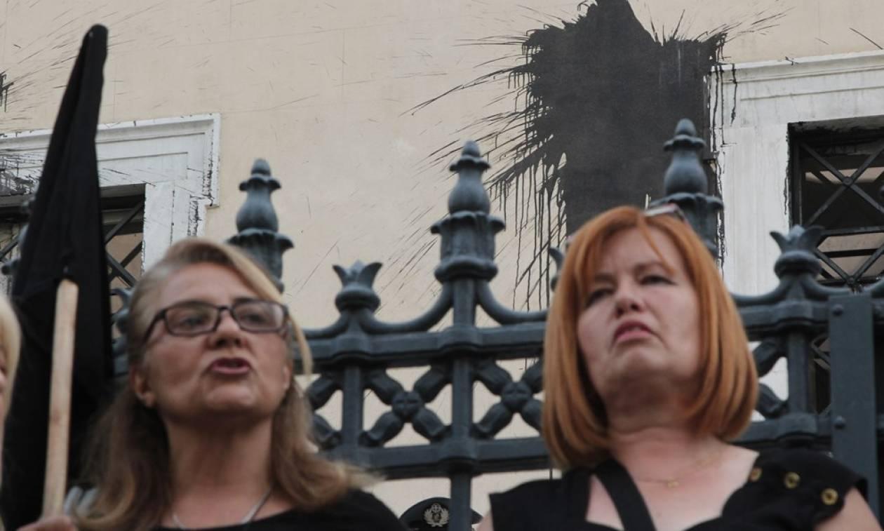 Συγκέντρωση συνταξιούχων έξω από το ΣτΕ (photos)
