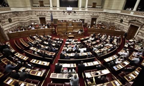 Βουλή: Τρίμηνη στρατιωτική θητεία για όλους τους γιους και αδελφούς θυμάτων τρομοκρατικής ενέργειας