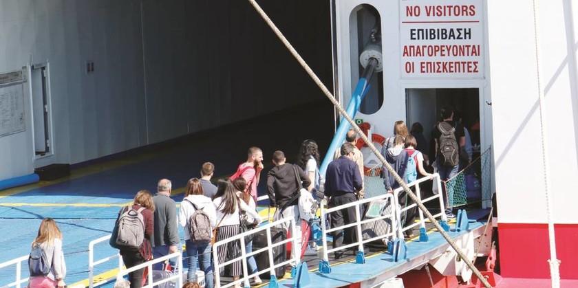 Εγκαταλείπουν την Αθήνα οι εκδρομείς του τριημέρου – Αυξημένη κίνηση σε λιμάνια και εθνικές οδούς