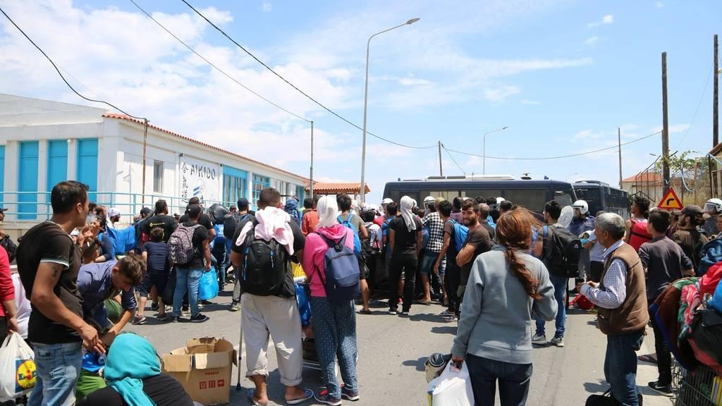 Προσφυγικό: Άγριες συμπλοκές μεταξύ μεταναστών στη Μυτιλήνη (pics-vid)