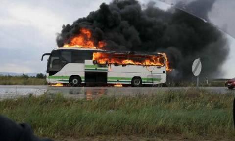 Τρόμος στον Έβρο: Κεραυνός χτύπησε εν κινήσει λεωφορείο με επιβάτες (vid+pics)