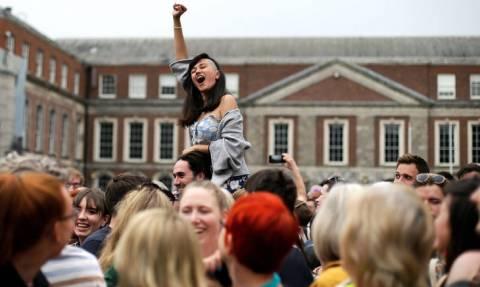 Ιστορική ημέρα για την Ιρλανδία: «Αθόρυβη» αλλά θριαμβευτική επανάσταση το «ναι» στις αμβλώσεις