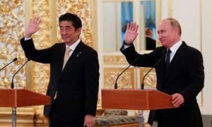Συνομιλίες Πούτιν με Άμπε για Βόρεια Κορέα και ειρηνευτική συμφωνία (video)
