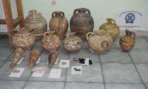 Σάλος στη Σαντορίνη: Επί ένα χρόνο ο νυχτοφύλακας και ο συνεργός του «ξάφριζαν» το Μουσείo (pics)