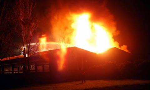 Φωτιά σε εργοστάσιο στον Ασπρόπυργο