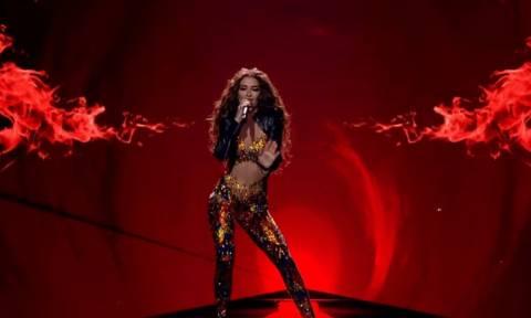 Εκρηκτική sexy εμφάνιση της Ελένης Φουρέιρα σε ισπανικό τηλεοπτικό show (video)