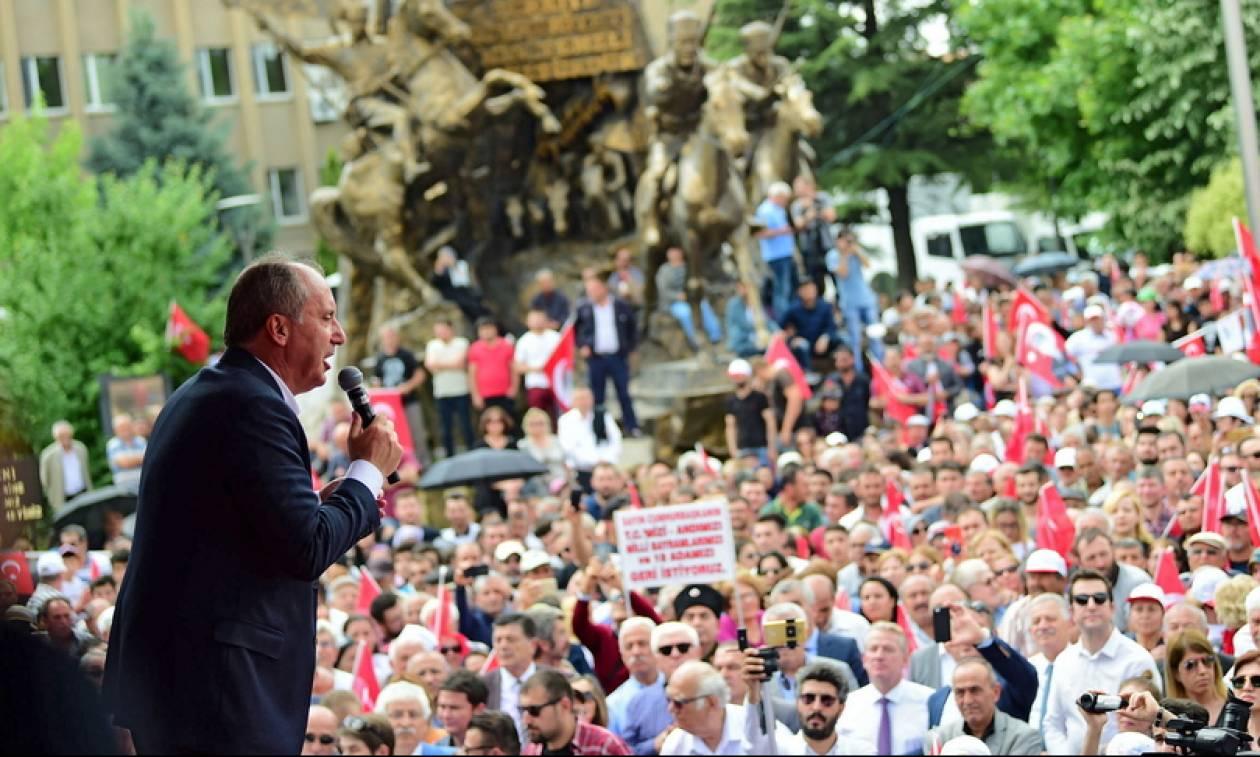 Εκλογές Τουρκία: Σόου Ιντζέ κατά Ερντογάν - Μοίραζε αντίγραφα του πτυχίου του