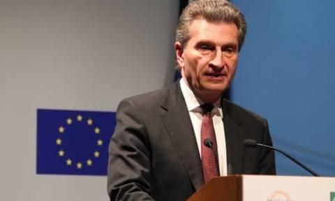 Επιχείρηση… πυρόσβεσης μετά τις εξοργιστικές δηλώσεις Έτινγκερ για τους Ιταλούς