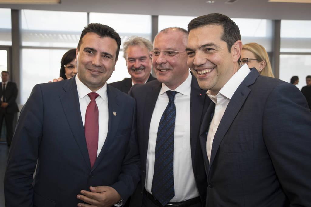 Αποκάλυψη: Έτσι θα ονομάζονται πλέον τα Σκόπια - Εν αναμονή της συνομιλίας Τσίπρα - Ζάεφ