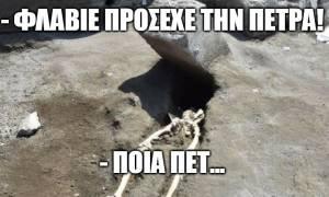 10 memes για τον άτυχο τύπο που καταπλακώθηκε από πέτρα του Βεζούβιου!