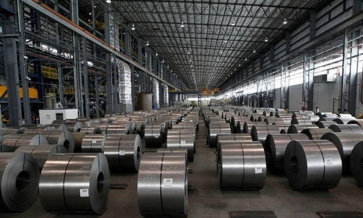 Χάος από τον εμπορικό πόλεμο ΗΠΑ - ΕΕ: Ο Τραμπ επέβαλε δασμούς στις εισαγωγές χάλυβα και αλουμινίου