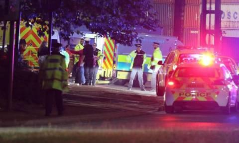 Συναγερμός στο Μάντσεστερ: Αυτοκίνητο έπεσε πάνω σε πεζούς - Τουλάχιστον πέντε τραυματίες