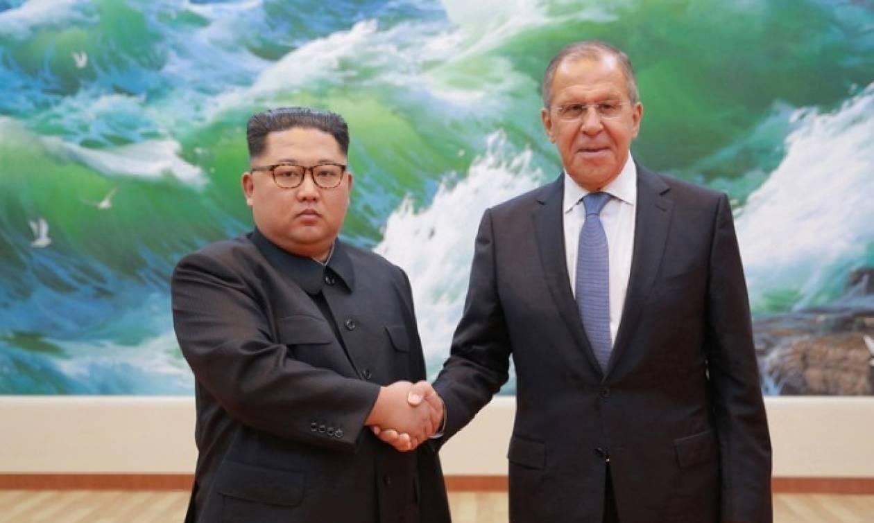 Βόρεια Κορέα: «Δεσμευμένος» στην αποπυρηνικοποίηση δηλώνει ο Κιμ Γιονγκ Ουν