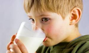 Παγκόσμια Ημέρα Γάλακτος: Πρέπει τα παιδιά να πίνουν γάλα;