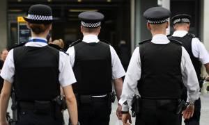 Συναγερμός στο Λονδίνο: Συνελήφθη άνδρας με μαχαίρια