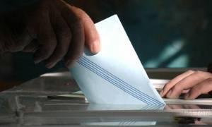 Νέα δημοσκόπηση: Ποια κόμματα μένουν εκτός Βουλής