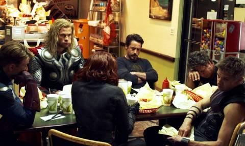 «Μα καλά υπάρχει άνθρωπος που δεν πεινάει μετά τα βραδινά ποτά;»