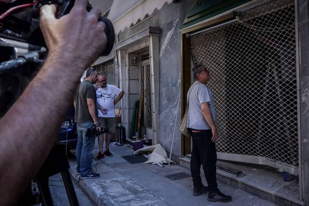 Κολωνός: Εισέβαλαν με αυτοκίνητο σε κοσμηματοπωλείο και το... σήκωσαν (pics)