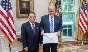 Το… τεράστιο γράμμα του Κιμ Γιονγκ Ουν στον Τραμπ