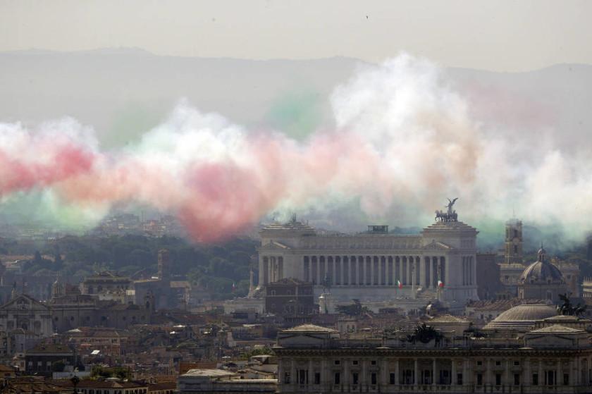 Ιταλία: Η πρώτη επίσημη εμφάνιση της νέας Κυβέρνησης - Γιορτή για τα 70 χρόνια δημοκρατίας
