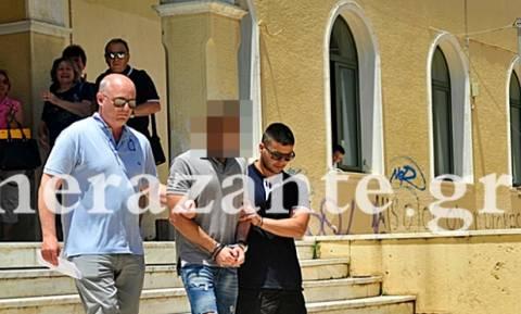 Ζάκυνθος: Προφυλακιστέος ο 26χρονος πατροκτόνος - «Είσαι ο ήρωάς μας», του φώναζαν