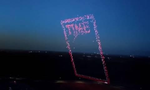 Μαγική εικόνα: 958 drones σχηματίζουν το εξώφυλλο του περιοδικού Time! (vid)
